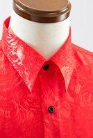 赤いバラ柄シャツ