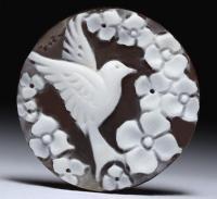 【リング加工も可能です】プチシェルカメオルース「花々に囲まれた鳥」 作家チーロ・フレーシア