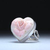 【プラチナコーティング費込】バラモチーフのハート型コンクシェルカメオリング B 作家フランチェスコ・モナステーロ