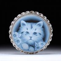 【プラチナコーティング済】仔猫ちゃんの正面顔モチーフのストーンカメオブローチ兼ペンダントトップ