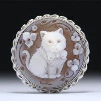 【初登場】「優しい眼差しの猫ちゃん」モチーフのシェルカメオブローチ兼Pトップ 作家チーロ・フレーシア