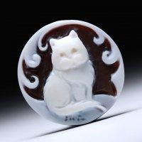 「おすまし猫ちゃん」モチーフのプチシェルカメオルース  作家チーロ・フレーシア