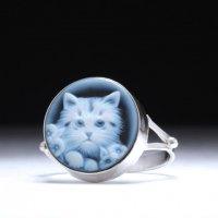 【プラチナコーティング費込】【イギリス式枠】正面顔仔猫モチーフのストーンカメオリング