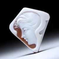 【バルザーノ&アックザート合作】横顔女性像シェルカメオルース