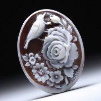 「薔薇に佇む鳥」モチーフのシェルカメオルース 作家マリアーノ・アキート