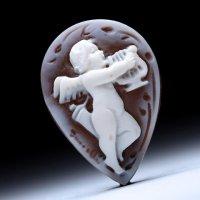 ドロップ型シェルカメオルース「リラを奏でる天使」 作家ピエトロ・シモネッリ