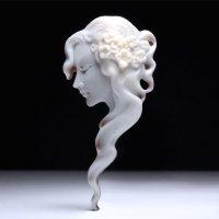 【レア】【カジュアルライン】横顔女性像の切り抜きシェルカメオルース 作家チェントベッリ
