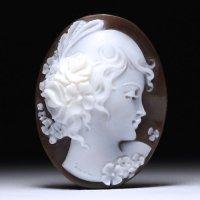 シェルカメオルース「花の髪飾りの美少女」 作家チーロ・フレーシア