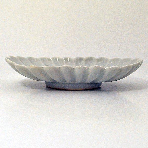 白磁菊形皿