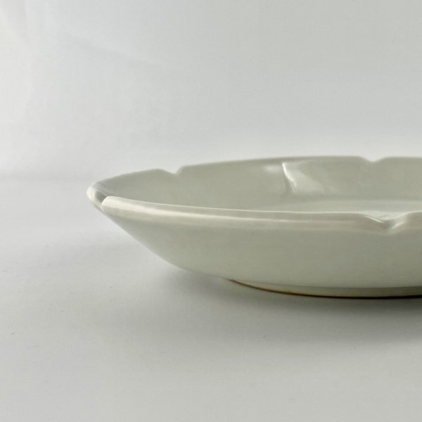 白磁輪花皿