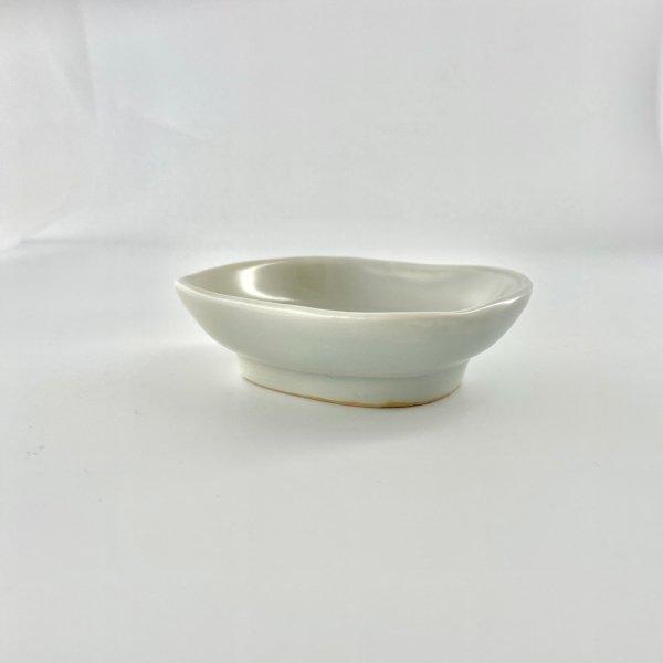 青白磁双魚文楕円小皿