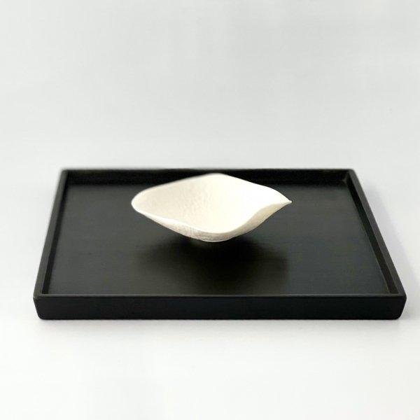 白磁削手蓮小皿「たゆたふあや」