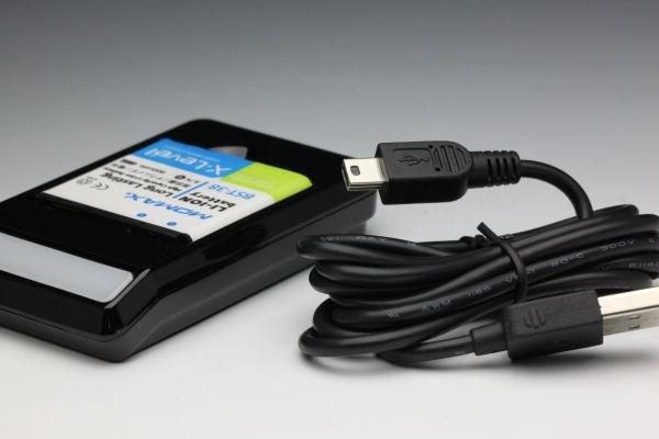 充電器も使える MOMAX バッテリーチャージャー for XPERIA X10 mini pro BST-38 [4]