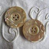 白蝶貝ボタン31ミリ2個カット