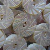 白蝶貝ボタン18個17.5ミリ模様カット