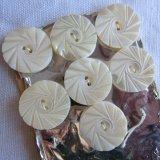 白蝶貝ボタン11個17.5ミリ花模様