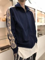 Varde77 / THE SOURCE TRACK JACKET / NAVY