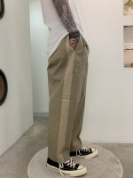 VICTIM / WIDE ANKLE CHINO PATNS / BEIGE