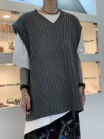 <img class='new_mark_img1' src='https://img.shop-pro.jp/img/new/icons34.gif' style='border:none;display:inline;margin:0px;padding:0px;width:auto;' />glamb / Oversize knit vest / Gray