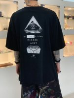 <img class='new_mark_img1' src='https://img.shop-pro.jp/img/new/icons34.gif' style='border:none;display:inline;margin:0px;padding:0px;width:auto;' />SUS / society big pocket tee / Black
