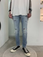 <img class='new_mark_img1' src='https://img.shop-pro.jp/img/new/icons56.gif' style='border:none;display:inline;margin:0px;padding:0px;width:auto;' />glamb / Sliver damaged denim / Light indigo