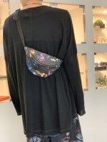 rehacer / Botanical Flower Shoulder Bag / Black