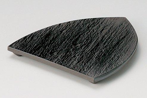 黒陶石目三つ足三角中皿