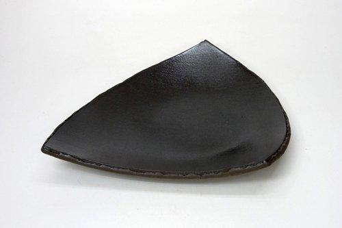 黒陶半切三角中皿