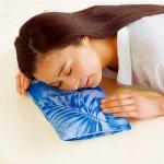 ノベルティ・粗品で人気の「リフィー・接触冷感うたた寝枕」
