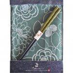 ノベルティ・粗品で人気の「若狭塗箸&ランチョンマットセット 緑花 染分彫 緑」
