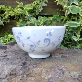 丸碗 「草文柄」 青イッチン