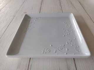 21cmスクエアプレート 「草文柄」 白イッチン
