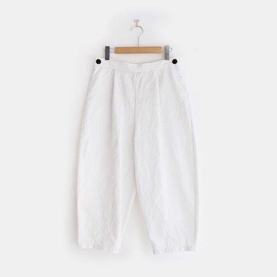 Atelier d'antan | タックテーパードパンツ〈 Salvador 〉White | A232201PP417