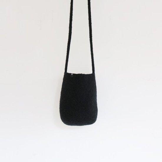 Cecilie Telle | ウールフェルトハーフポッドバッグ Black | D109202BB006