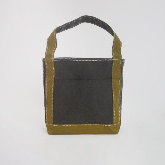 <img class='new_mark_img1' src='https://img.shop-pro.jp/img/new/icons3.gif' style='border:none;display:inline;margin:0px;padding:0px;width:auto;' />Tembea × haus | ショートジップトートポケット Khaki × Olive | F021211BB428