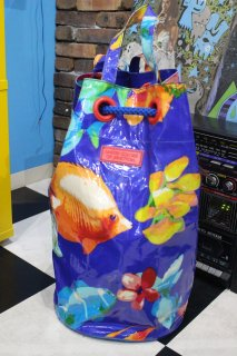 <img class='new_mark_img1' src='https://img.shop-pro.jp/img/new/icons20.gif' style='border:none;display:inline;margin:0px;padding:0px;width:auto;' />BENETTON TROPICAL FISH BEACH BAG(ベネトン 熱帯魚 柄 ビーチ バッグ)