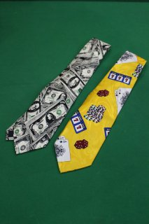<img class='new_mark_img1' src='https://img.shop-pro.jp/img/new/icons38.gif' style='border:none;display:inline;margin:0px;padding:0px;width:auto;' />DOLLAR BILL&CASINO TIE(ドル札&カジノ 柄 ネクタイ)