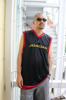 <img class='new_mark_img1' src='https://img.shop-pro.jp/img/new/icons20.gif' style='border:none;display:inline;margin:0px;padding:0px;width:auto;' />JORDAN BRAND NO-SLEEVE V-NECK GAME SHIRT GD(ジョーダン・ブランド ノースリーブ Vネック ゲームシャツ)