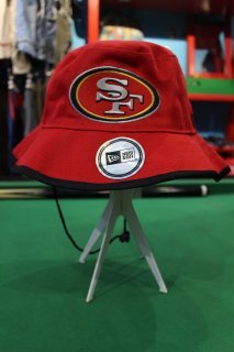 <img class='new_mark_img1' src='https://img.shop-pro.jp/img/new/icons20.gif' style='border:none;display:inline;margin:0px;padding:0px;width:auto;' />NFL SAN FRANCISCO 49ers BUCKET HAT(サンフランシスコ・フォーティナイナーズ バケット・ハット)