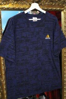 ADIDAS LOGO T-SHIRT(アディダス ロゴ総柄 Tシャツ)