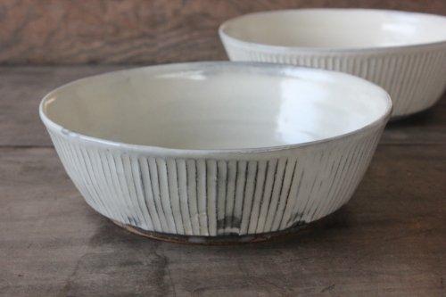 ■川口武亮:粉引しのぎ台形鉢