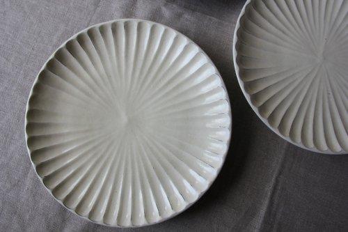 ■後藤義国:粉引しのぎ8寸皿