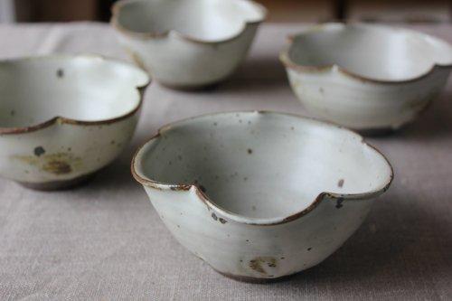 ■川口武亮:粉引輪花小鉢