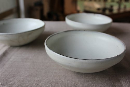 ■松原竜馬:粉引5寸鉄鉢