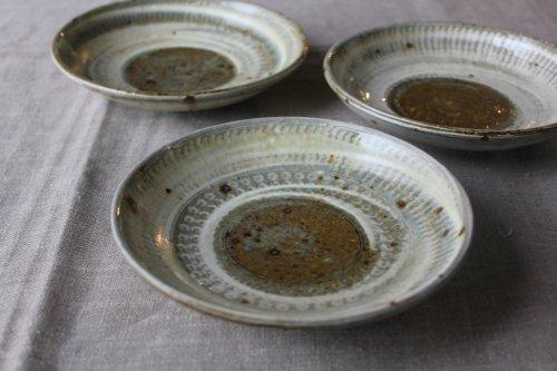 ■松原竜馬:粉引5寸灰釉三島皿