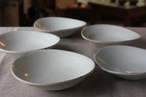 ■松原竜馬:粉引5寸たわみ皿