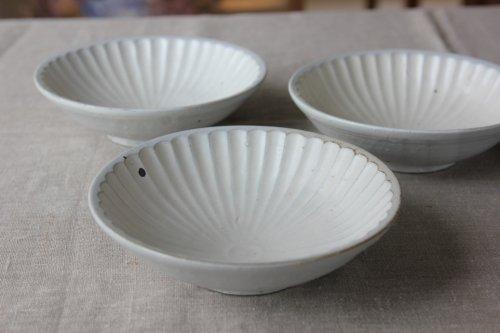 ■辻口康夫(山の口焼):粉引マット釉菊文5.5寸鉢