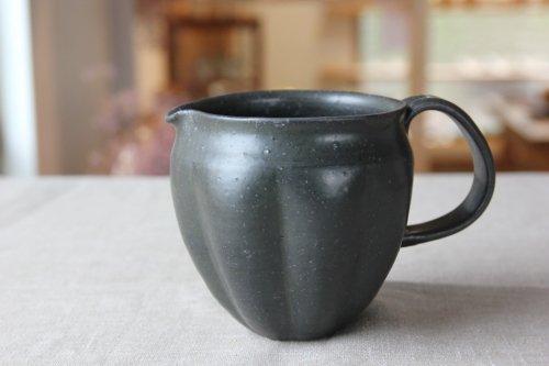■辻口康夫(山の口焼):黒釉ピッチャ−