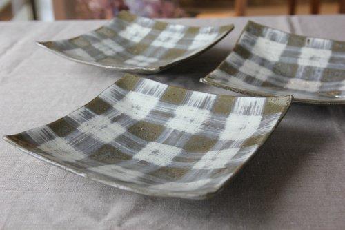 ■辻口康夫(山の口焼):灰釉刷毛目四方皿
