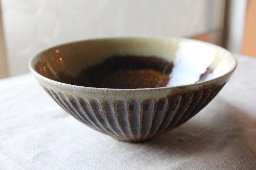 ■余宮隆:飴釉掛分鎬円すい鉢